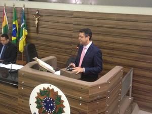 Prefeito de Macapá, Clécio Luis, em discurso na CMM (Foto: Cassio Albuquerque/G1)