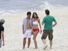 Thiago Rodrigues faz sessão de fotos na praia