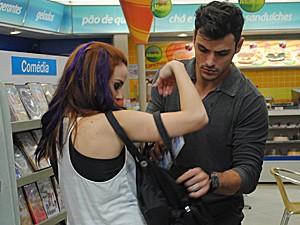 Débora se assusta com ideia de Bernardo (Foto: Malhação / TV Globo)