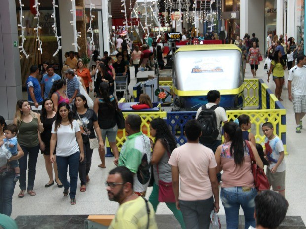 3698096bcc Shopping na Zona Centro-Sul registra movimento intenso (Foto  Suelen  Gonçalves G1 Consumidores durante a Black Friday ...