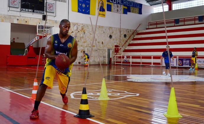 Gustavo São José Basquete (Foto: Danilo Sardinha/GloboEsporte.com)