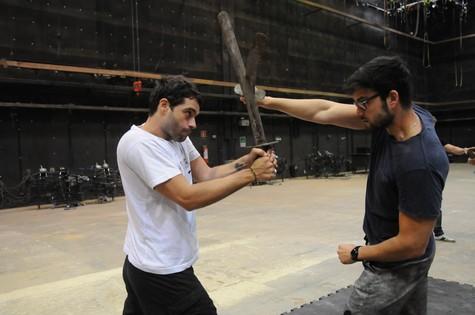 Guilherme Winter e Sergio Marone se preparam para 'Os dez mandamentos' (Foto: Munir Chatack)