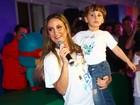 Claudia Leitte se perde do filho em shopping nos EUA, diz jornal