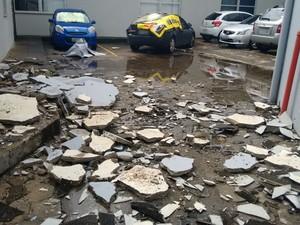 Dois funcionários trabalhavam no local e ficaram feridos (Foto: Divulgação/Seeb/PB)
