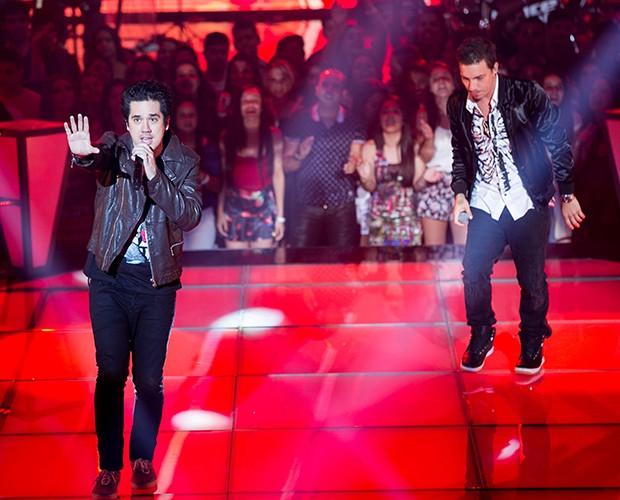 Flausino e Di Ferrero empolgam a plateia com hit do NX Zero (Foto: Isabella Pinheiro / Gshow)