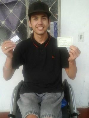 Juíza ordenou que urna fosse levada ao térreo de escola para Luciano poder votar (Foto: Fábio Almeida/RBS TV)