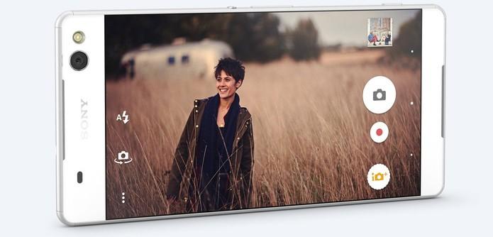 Xperia C5 Ultra tem câmera frontal de 13 MP com flash (Foto: Divulgação/Sony)