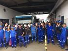 Funcionários da limpeza urbana fazem paralisação em Peruíbe, SP
