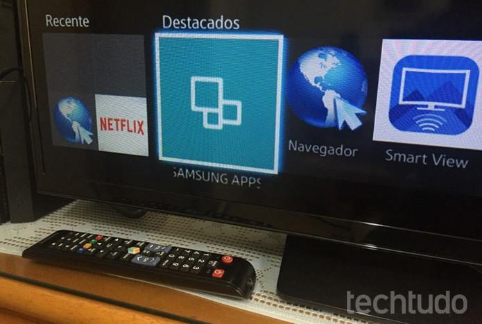 Selecione o ícone Samsung Apps, no canto inferior esquerdo da TV (Foto: Lucas Mendes/TechTudo)