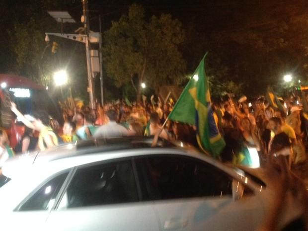 Manifestantes protestam contra Lula e Dilma em Porto Alegre (Foto: Jonas Campos/RBS TV)