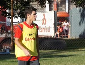 Oscar segue a rotina de treinos no Beira-Rio (Foto: Diego Guichard/GLOBOESPORTE.COM)