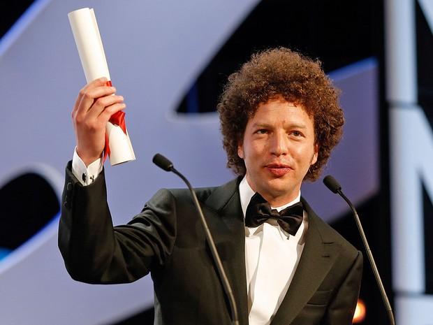 O mexicano Michel Franco discursa após receber prêmio de melhor roteiro (Foto: Valery Hauche/AFP)