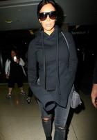 Kim Kardashian é clicada em aeroporto com look de R$8 mil