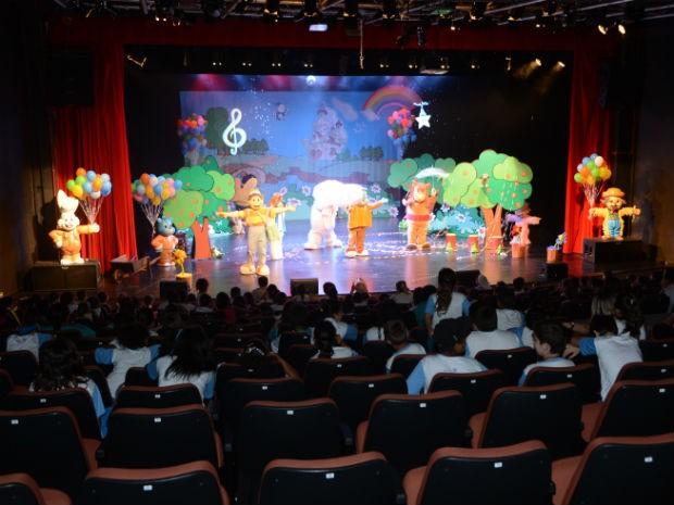 Mundo mágico do espetáculo encantou as crianças (Foto: Emerson Ferraz)