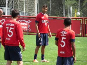 Zagueiro Wagner Silva do Atlético-PR (Foto: Fernando Freire)