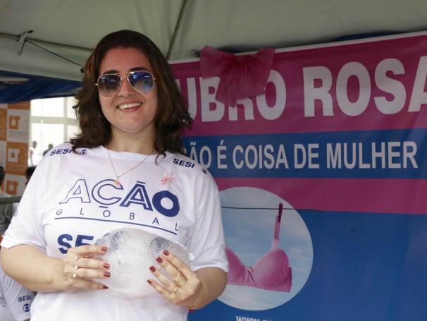 Alessandra Dinelli, fisioterapeuta com foco em Oncologia é voluntária e dedica seu tempo na luta pela conscientização do câncer de mama (Foto: Renato Moura/Voz das Comunidades)