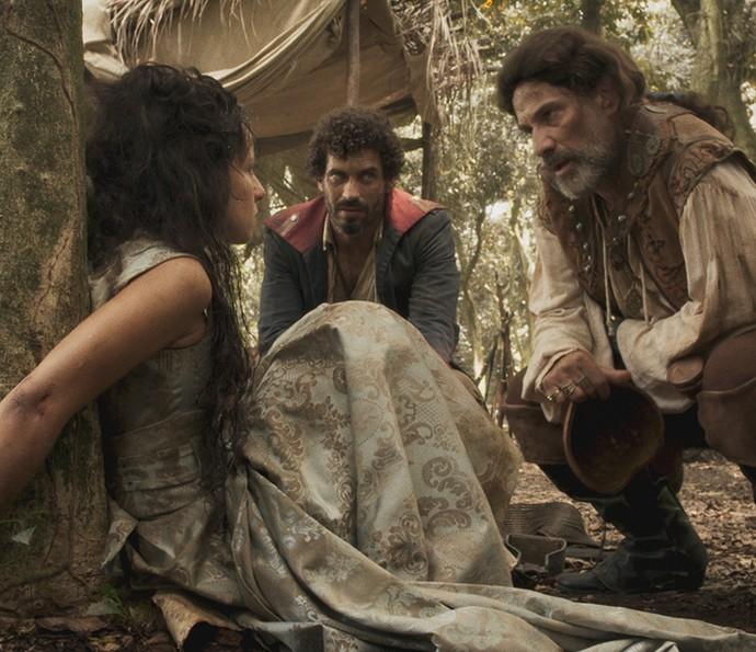 Joaquina é mantida refém por Mão de Luva e seu bando (Foto: TV Globo)