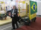 Feira para catadores quer estimular reciclagem e tem carroça de R$ 13 mil