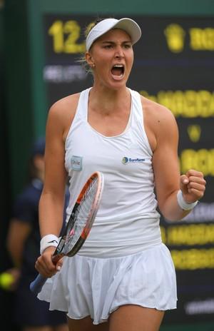 Bia Maia comemora vitória na estreia de Wimbledon (Foto: REUTERS/Toby Melville)