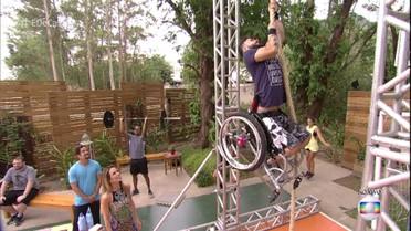 Diego perdeu 75 kg praticando crossfit com cadeira de rodas
