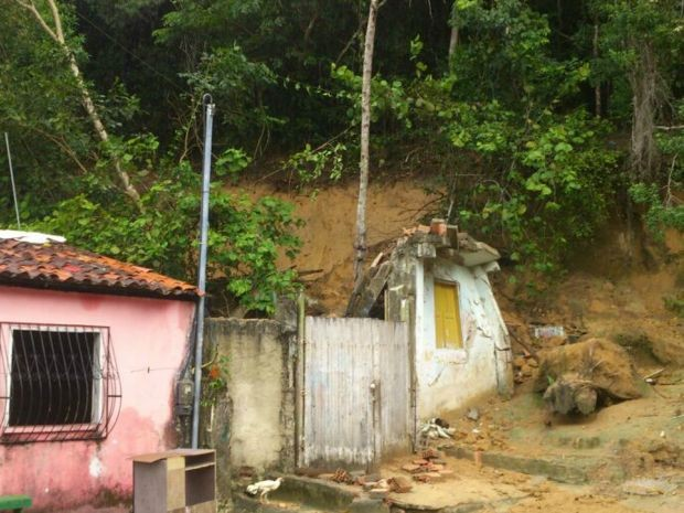 Por conta da chuva houve muitos deslizamentos de terra (Foto: RADAR64.COM / Divulgação)