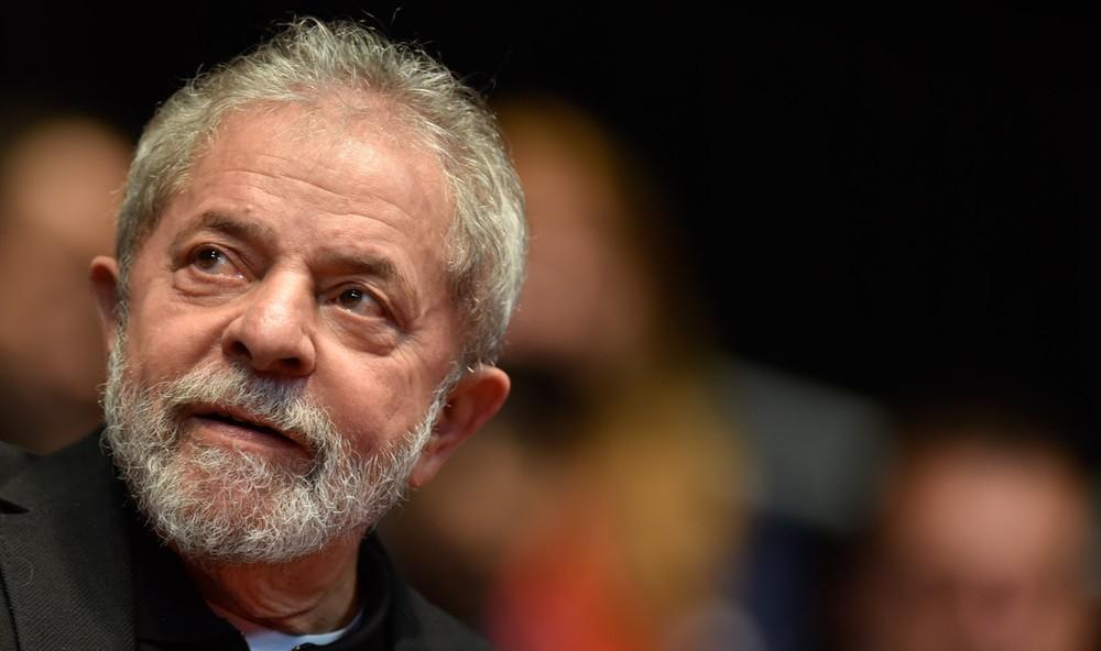 Lula é condenado na Lava Jato a 9 anos e meio de prisão no caso do triplex
