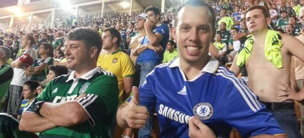 Torcedor do Palmeiras com camisa do Chelsea no Pacaembu (Foto: Marcos Guerra / globoesporte.com)