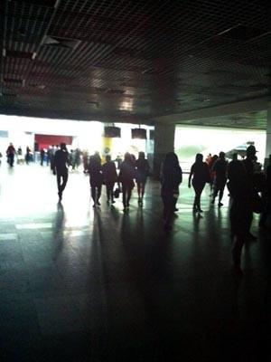 Saguão do aeroporto fica sme luz na tarde desta quarta em Salvador (Foto: Riad / Arquivo Pessoal)