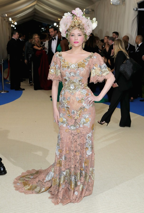 """NEW YORK, NY - MAY 01:  Haley Bennett attends the """"Rei Kawakubo/Comme des Garcons: Art Of The In-Between"""" Costume Institute Gala at Metropolitan Museum of Art on May 1, 2017 in New York City.  (Photo by Neilson Barnard/Getty Images) (Foto: Getty Images)"""