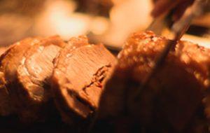 Lombo de porco recheado com presunto de Parma