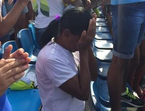 Mãe Isaquias Queiroz sofre (Foto: Richard Souza/GloboEsporte.com)