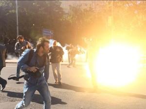 RS protesto bomba 02 (Foto: Fábio Almeida/RBS TV)