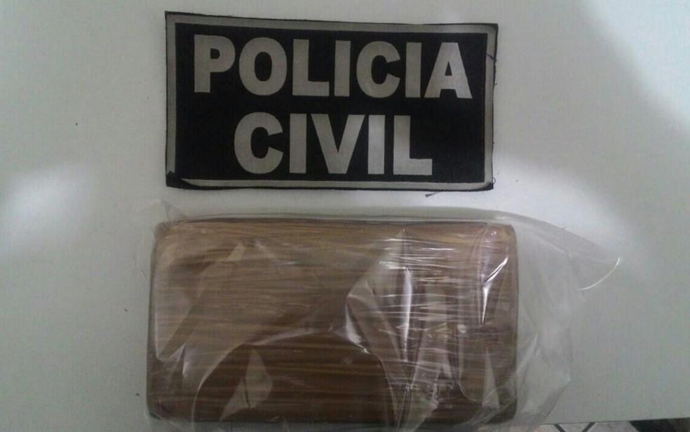 Polícia Civil encontra pasta base de cocaína em bolsa de bebê, em Anápolis, Goiás (Foto: Divulgação/Polícia Civil)