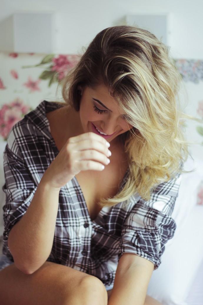Lorena Improta faz ensaio em seu quarto (Foto: Sérgio Mota/Divulgação)