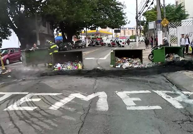 Manifestantes bloquearam a avenida Giovanni Gronchi, em São Paulo (Foto: Reprodução/TV Globo)