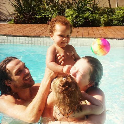 Igor Rickili, Mariana Bridi com os filhos (Foto: Reprodução)