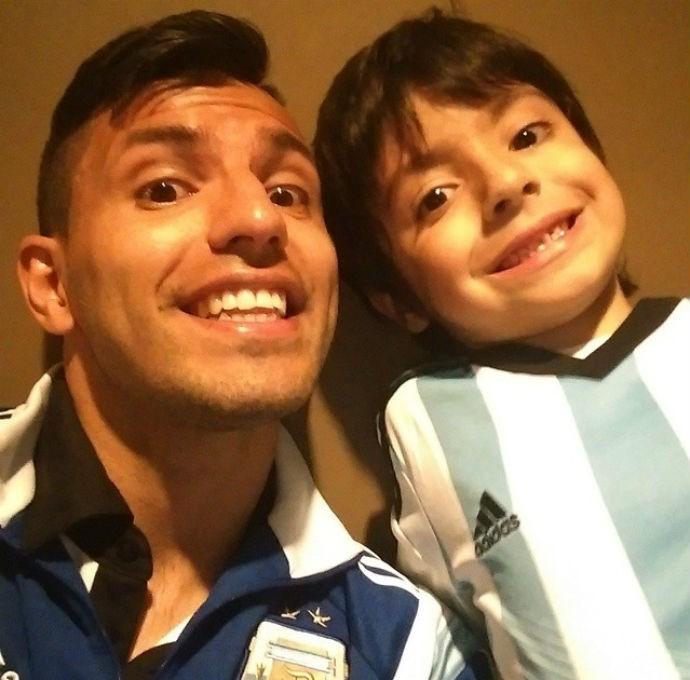 Aguero com o filho, benjamín (Foto: Reprodução Instagram)