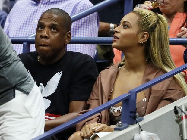 Jay-Z e Beyoncé assistem à partida de tênis no US Open em Nova York, nos Estados Unidos (Foto: Al Bello/ Getty Images/ AFP)