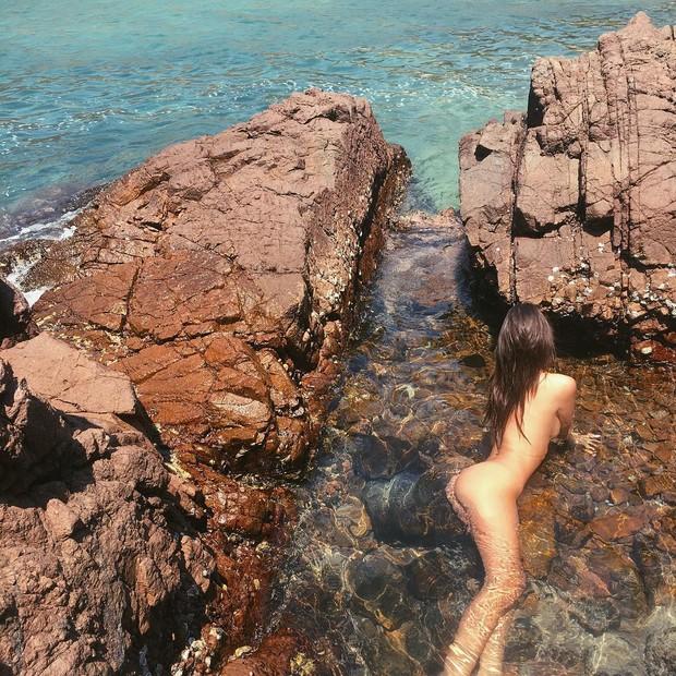 Topless de Emily Ratajkoski (Foto: Reprodução/Instagram)