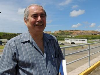 Médico e escritor Paulo Camelo não gostava de ouvir que pernambucano fala errado (Foto: Katherine Coutinho / G1)