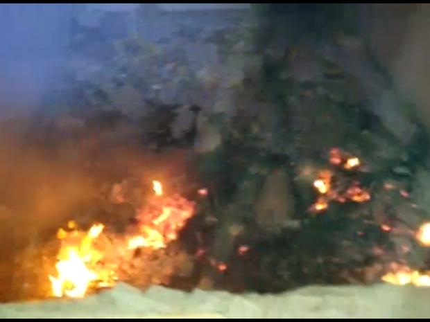 Vândalos atearam fogo em livros e carteiras na Escola Limíro Cardoso (Foto: Reprodução/Inter TV Cabugi)