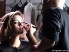 Trabalhando para brilhar! Confira fotos exclusivas da rotina de Sophie Charlotte na pele de Amora Campana
