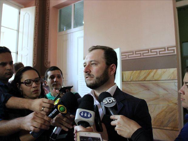 Coordenador nacional do PAC, Robson de Almeida, falou sobre obras   (Foto: Adneison Severiano/G1 AM)