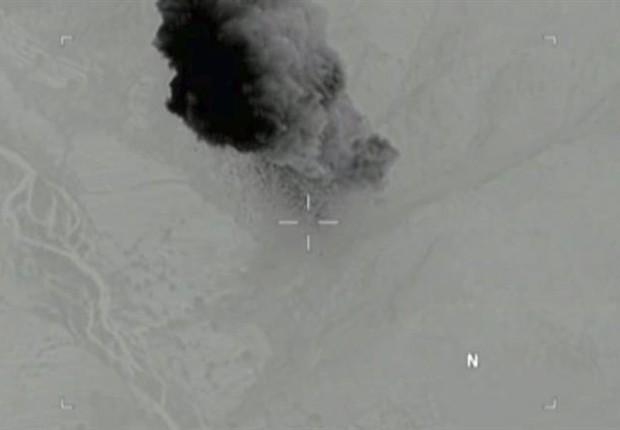 Vídeo de lançamento da bomba lançada pelos EUA (Foto: EFE)