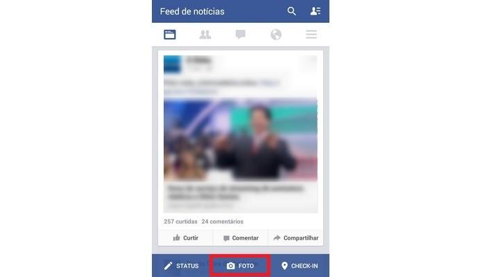Destaque para botão de Foto do app do Facebook (Foto: Reprodução/ Raquel Freire)