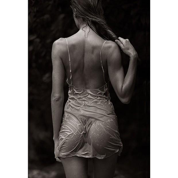 Candice Swanepoel posa na Costa Rica (Foto: Instagram/ Reprodução)