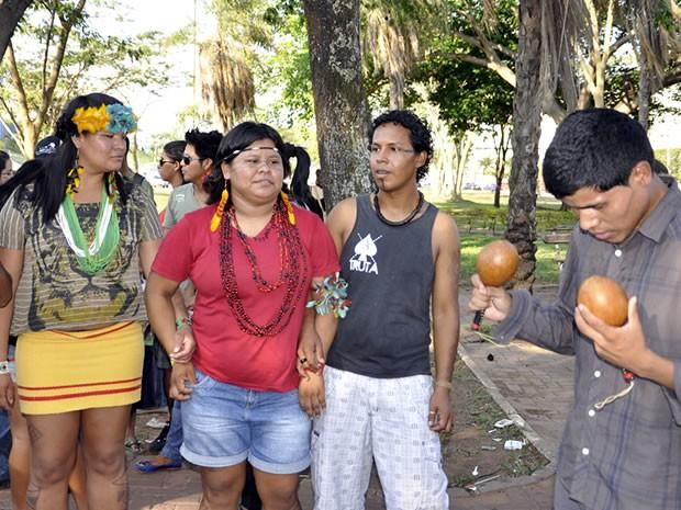 Protesto a favor de índios em Cuiabá (Foto: Tita Mara Teixeira/G1)