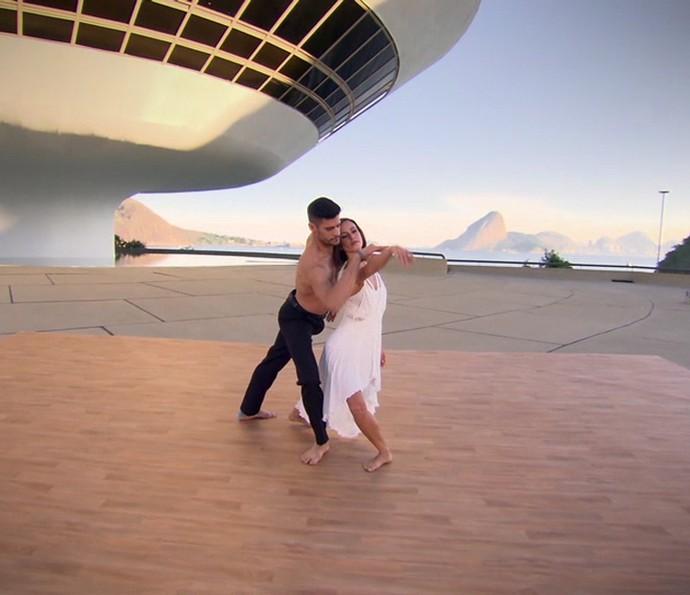 A dança da dupla foi cheia de graça e suavidade (Foto: TV Globo)