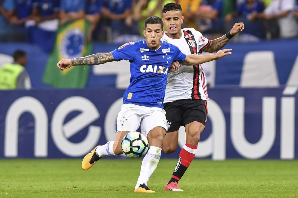 Lucas Romero em lance de Cruzeiro x Flamengo (Foto:  Mauricio Farias/Light Press/Cruzeiro)