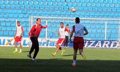 São Paulo faz treino recreativo na Ressacada (Foto: Carlos Augusto Ferrari/ Globoesporte.com)